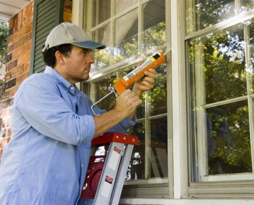 a contractor Sealing window | On Target Home Inspection | winter home problem Orland Park